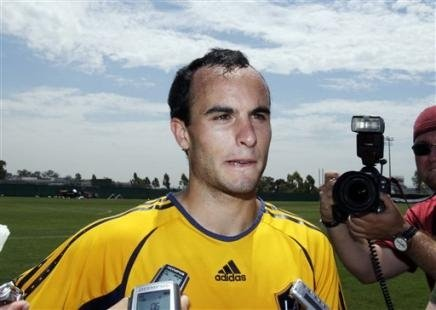 football players wallpapers 2010. Landon Donovan football player